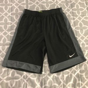 Men's Nike Basketball Shorts - Size Lg